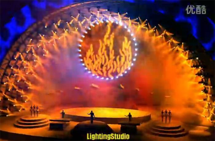 点击观看《《灯控台调试技术》演示-平克弗洛伊德演唱会》